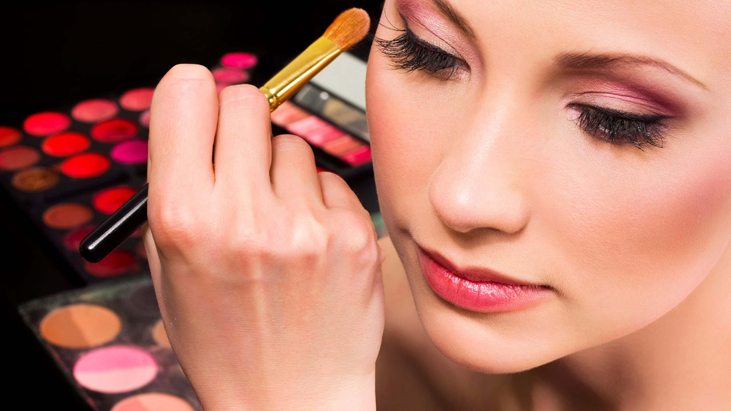 max-Make up